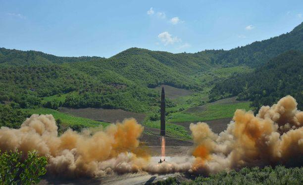 Pohjois-Korea välitti maailmalle kuvia ohjuksesta.