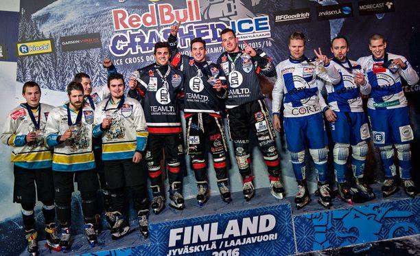 Suomen kolmikko sijoittui joukkuekisassa toiseksi.