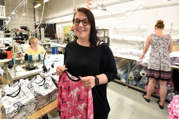 Anniina Isokankaan suunnittelemat tuotteet keräsivät aluksi ihailua hänen käsityöblogissaan.