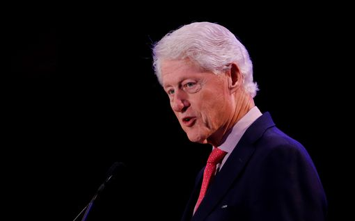 """Juuri julkistetut asiakirjat paljastavat Bill Clintonin vierailleen Jeffrey Epsteinin saarella – """"Hän on minulle palveluksen velkaa"""""""