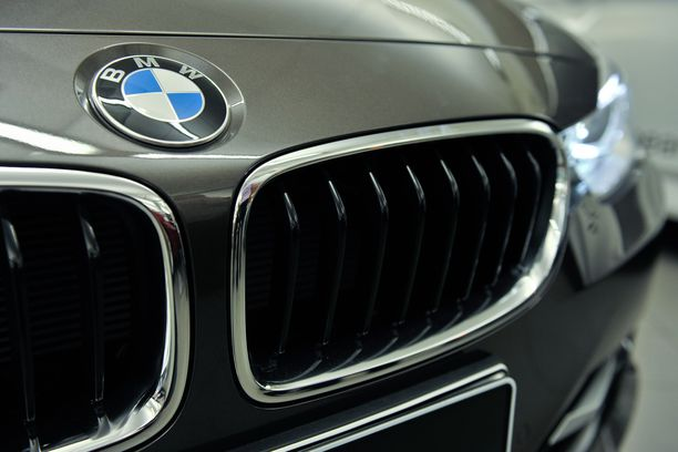 Poliisi tutkii BMW-merkkisiin autoihin kohdistunutta murtosarjaa.