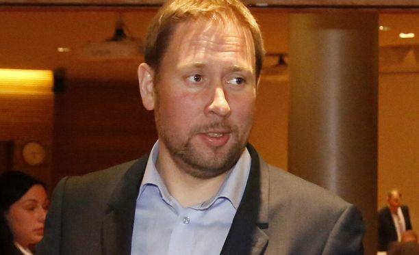 Paavo Arhinmäki (vas).