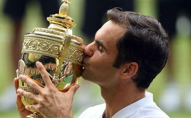 Federerin käsiin pääsi tuttu pokaali.