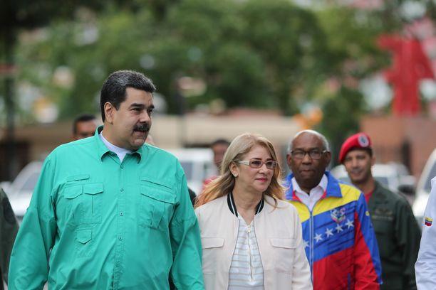 Nicolas Maduro hallitsee Venezuelaa itsevaltaisesti, mutta syytökset terrorismin tukemisesta saattavat olla kaukaa haettuja.