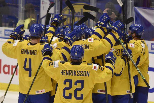 Ruotsalaisten MM-kisat menivät viime kaudella penkin alle, mutta nyt joukkue pelaa mitaleista.