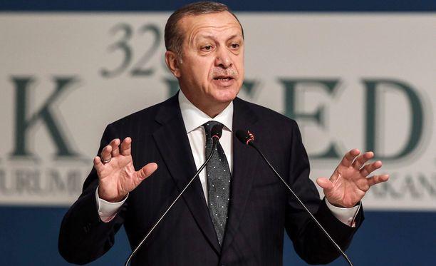 Recep Tayyip Erdogan alkoi uhkailla EU:ta sen jälkeen, kun EU-parlamentti kannatti eilen Turkin jäsenyysneuvotteluiden keskeyttämistä