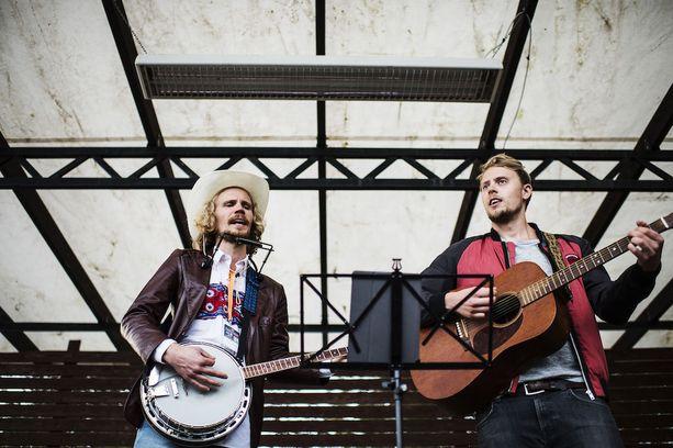 Kalevauva.fi:n tarina alkoi kesällä 2016 Kaustinen Folk Music Festival -tapahtumassa.
