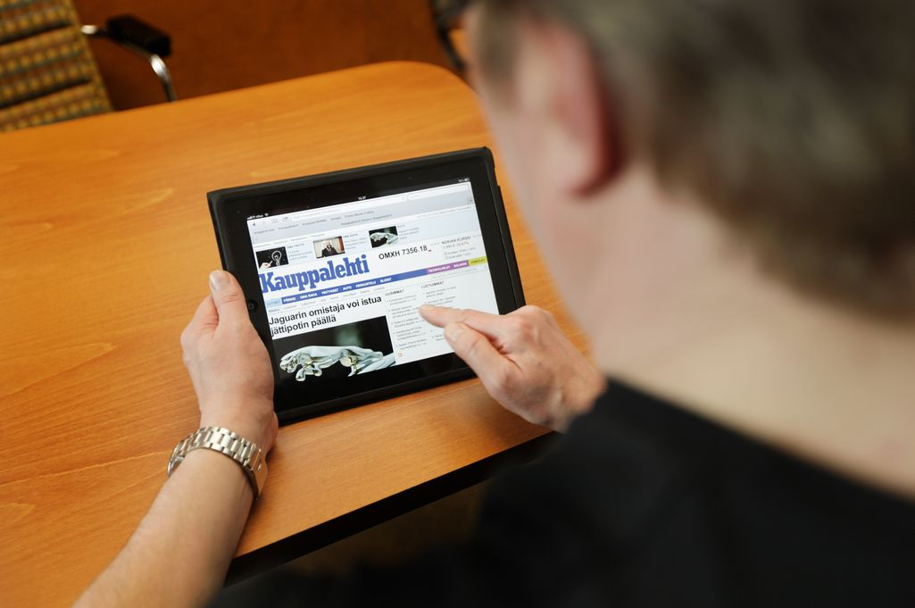 STT: Hallitus aikoo laskea sähköisten julkaisujen arvonlisäveroa - sama vero painetulle medialle ja verkkolehdille