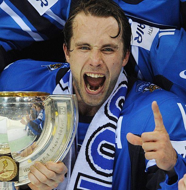 Tuomo Ruutu juhli maailmanmestaruutta 2011.