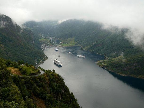 Norjassa voi nähdä niin valaita, kuin revontuliakin.
