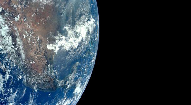 Apollo 11 miehistön ottama kuva Maasta.