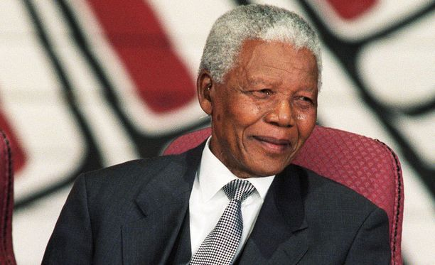 Etelä-Afrikan entinen presidentti Nelson Mandela ei kaivannut hautajaisiinsa suuria juhlallisuuksia. Nyt hänen kuolemansa vuoksi Etelä-Afrikassa järjestetään 10 päivän ajan erilaisia muistotilaisuuksia.