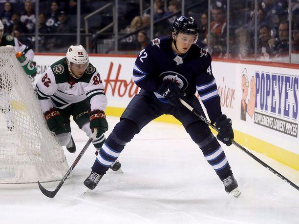 Vesalainen on päässyt näyttämään taitojaan NHL:n harjoituspeleissä. Kilpailu pelipaikoista on kovaa.