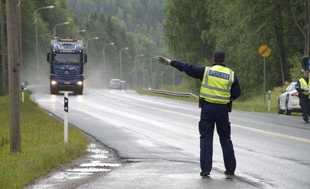 Poliisi teki tiistaina raskaan liikenteen valtakunnallisen tehovalvonnan.