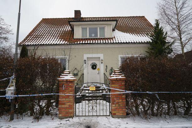 Kolmen miehen ruumiit löytyivät tästä talosta Skivarpin kylästä Skånesta viime perjantaina.