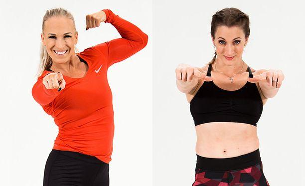 Nanna Karalahti (vas.) opastaa Anni Vuohijoen kanssa tekemään erilaisia vatsalihaksia.