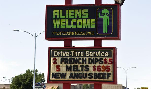 Ravintola Roswellissa New Mexicossa toivottaa myös alienit tervetulleiksi.