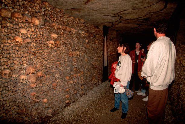 Pariisin katakombeissa säilytetään yli kuuden miljoonan ihmisen luita.