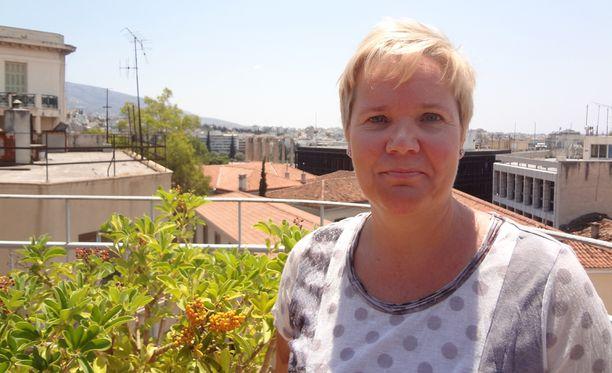 18 vuotta Ateenassa asuneen Mari Hilosen mukaan Suomessa ei tarpeeksi uutisoida inhimillisestä hädästä, jonka Kreikka on joutunut kohtaamaan talouskriisin myötä.