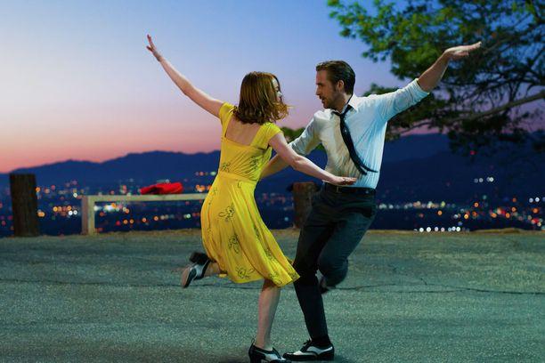 Ryan Gosling ja Emma Stone tekevät upeat ja koskettavat roolisuoritukset La La Landin päärooleissa.