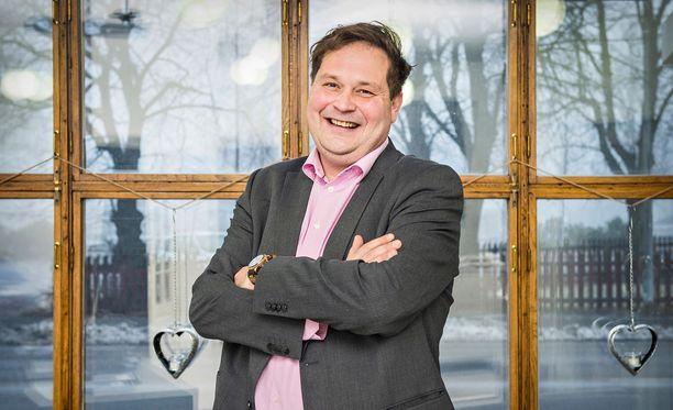 Jethro Rostedt on onnistunut hyödyntämään julkisuuden rahavirroiksi.