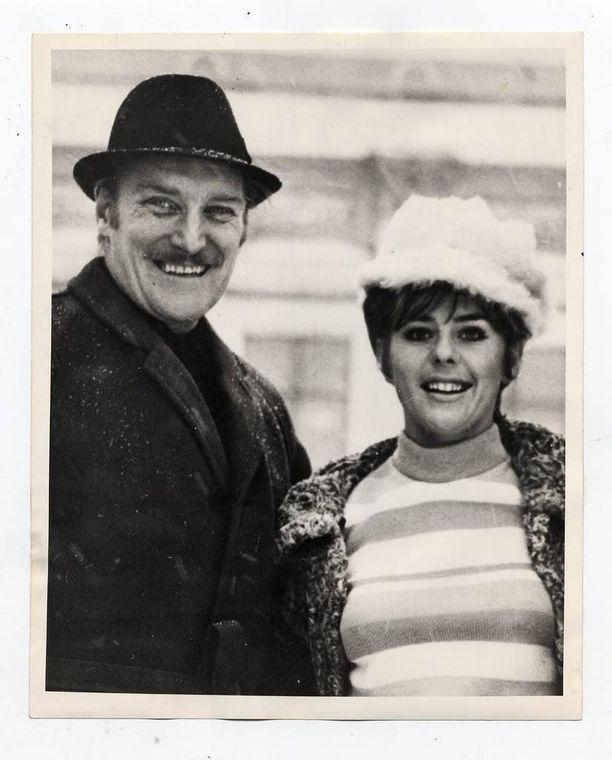 Åke Lindman ja Pirkko Mannola olivat yhdessä vuodesta 1961. Kuvassa pari 1971. Silmänpilkettä löytyi molemmilta, he nauroivat riidoilleenkin.