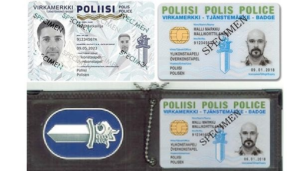 Vasemmalla uusi virkamerkki ja oikealla vanha. Vanhassa merkissä viranomaisen ja kortin nimi ovat kaikilla kielillä yhtä suurella, mutta uudessa eivät.