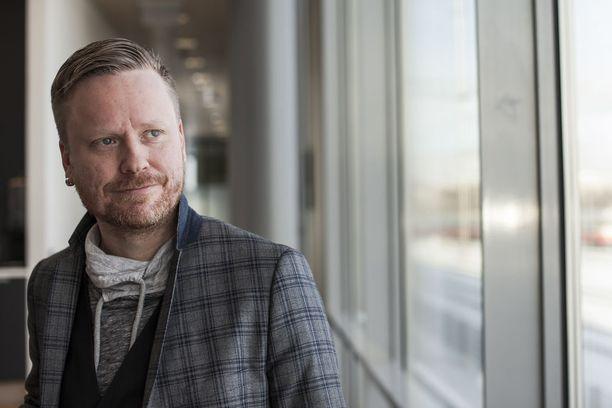 Tv-juontaja ja parisuhdebloggaaja Sami Minkkisen rakkauselämässä on riittänyt käänteitä.