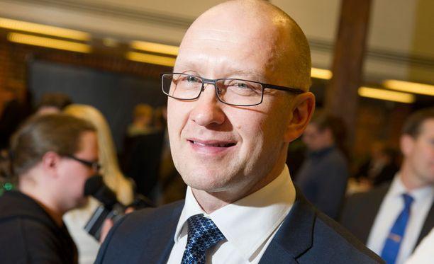 Jarmo Kekäläinen tarvitsee joukkueeseensa johtavan keskushyökkääjän.