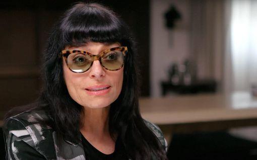 """Huippusuunnittelija Norma Kamali, 75, meni kihloihin: """"Meillä on oma aikajanamme"""""""