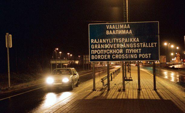 Syyrialaismies halusi päästä Suomeen ja yritti lahjoa rajavalvonnan viranomaista.