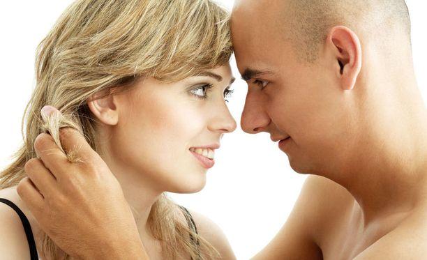 Läheisyys ja yhdessäolo on naisille materiaa tärkeämpää.