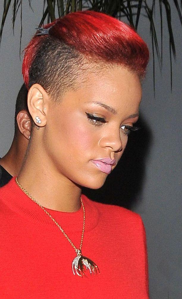 Rihannan siilitukka on hurja myös väriltään.