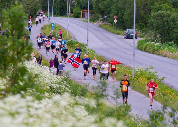 Midnight Sun Marathon kisataan Pohjois-Norjassa.