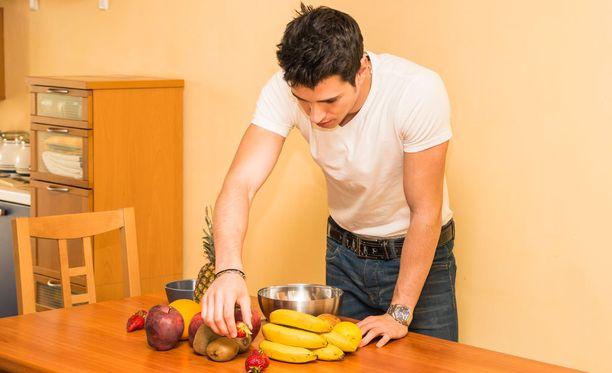 Asettele kotona näkyviin terveellistä naposteltavaa, niin kaloreita kertyy kehoosi entistä vähemmän.
