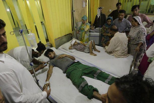 Haavoittuneita hoidetaan läheisessä sairaalassa.