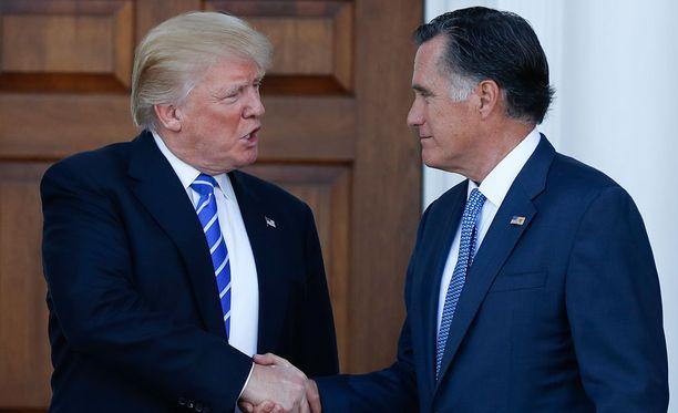 Trump tapasi häntä aiemmin kritisoineen Romneyn lauantaina golfklubillaan.