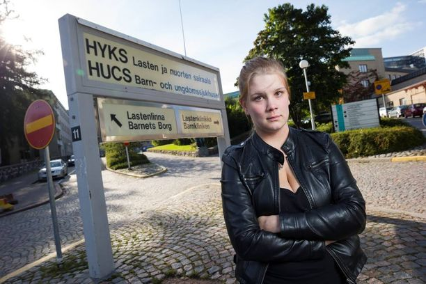 Julia Lundgrénin viime kuukaudet ovat olleet raskaita keskospojan syntymän jälkeen. Eilen Alex leikattiin Lastenklinikalla Helsingissä ja Lundgrén meni miehensä katsomaan poikaansa sairaalaan.