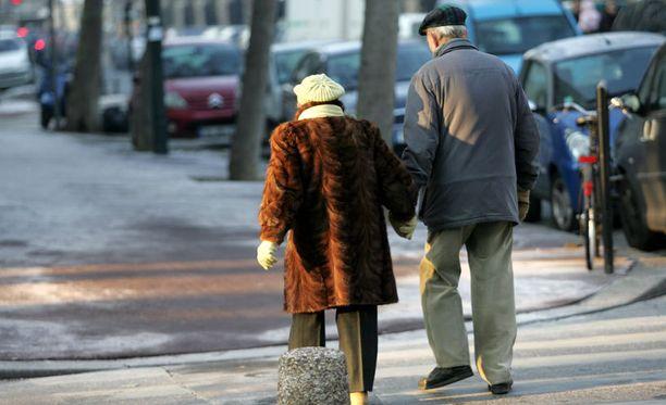 Vanhukset eivät jatkossakaan jää ilman eläkettä, mutta tulevaisuudessa joudutaan miettimään uusia keinoja.