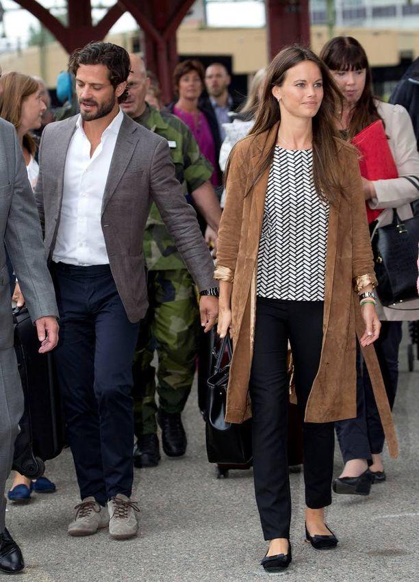 Prinssi Carl Philip ja prinsessa Sofia ikuistettiin ensimmäisellä yhteisellä edustusmatkalla