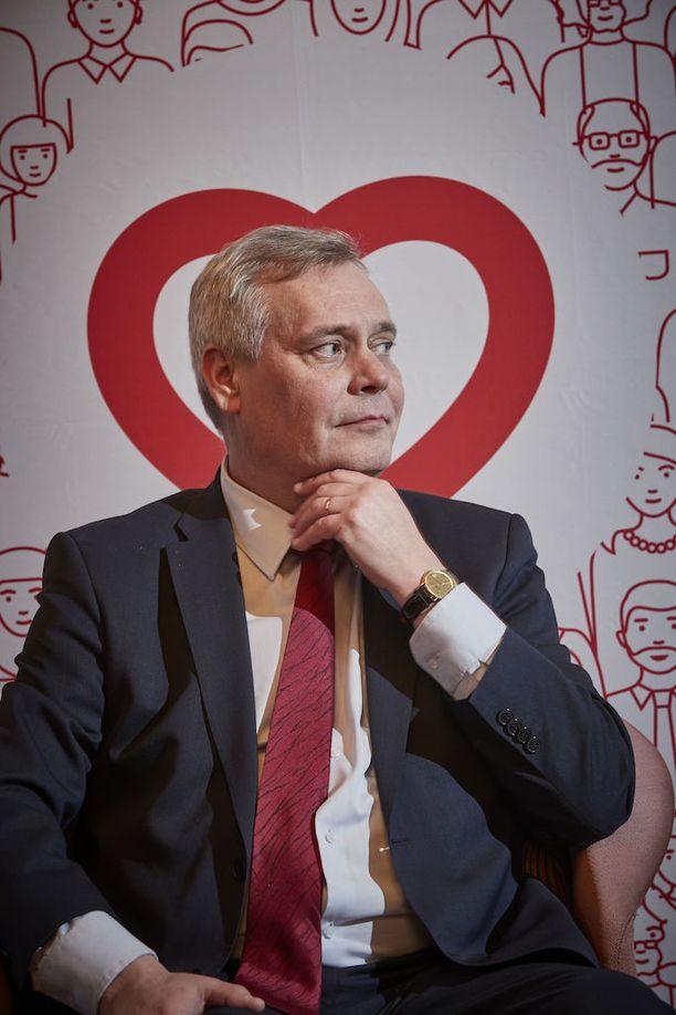"""SDP:n puheenjohtaja Antti Rinne sanoo, että hänellä on mielessä hyviä presidenttiehdokkaita, mutta """"ensin täytyy jutella ihmisten kanssa""""."""