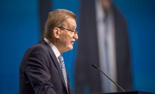 Pertti Alaja puhui Uefan kongressissa Helsingissä huhtikuussa.