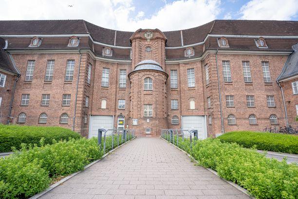 Saksan kuuluisin pedofiili Christian Brückner kärsii tuomiotaan tässä kieliläisvankilassa. Brücknerin epäillään murhanneen myös Portugalissa 2007 kadonneen Madeleine McCannin.