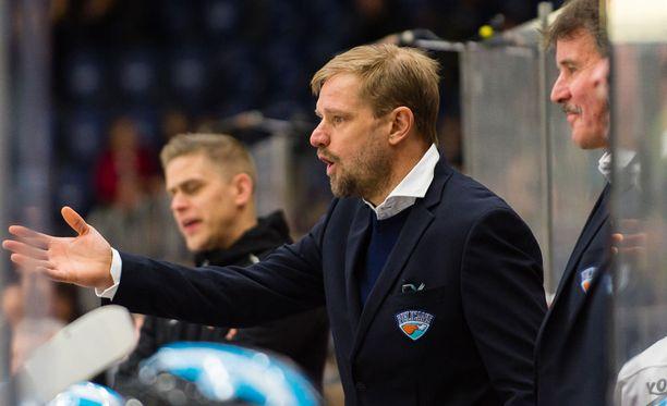 Petri Matikainen oli tylynä Tappara-ottelussa sattuneen tilanteen jälkeen.