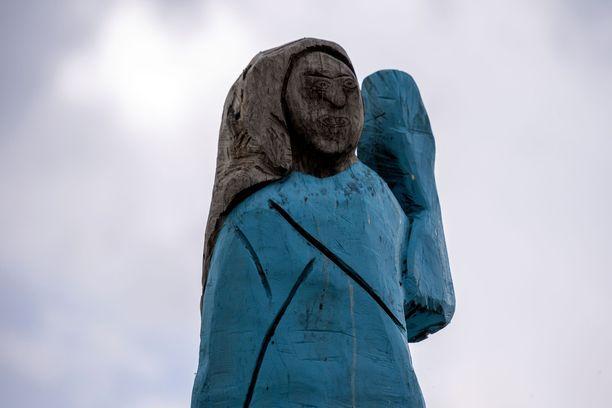 Rujon näköinen patsas on jakanut mielipiteitä myös paikallisten keskuudessa.