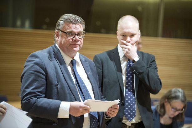 Ulkoministeri Timo Soini ja valtiosihteeri Samuli Virtanen.