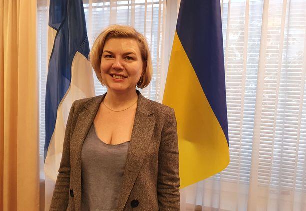 Ukrainan varapuolustusministeri Alina Frolova korostaa, että Ukraina taistelee eurooppalaisten arvojen puolesta.