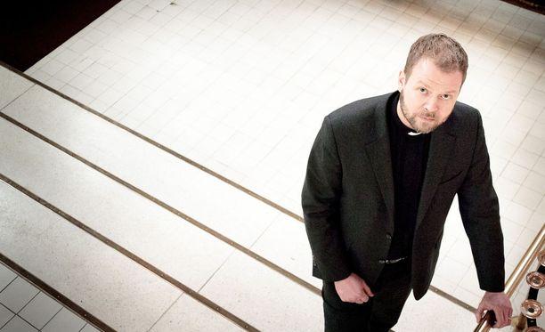 Tapaus liittyy Teemu Laajasalon toimiin vuosina 2013-2017, jolloin hän oli Helsingin Kallion kirkkoherra. Laajasalolta on pyydetty selvitystä kirkon luottokortin käytöstä.