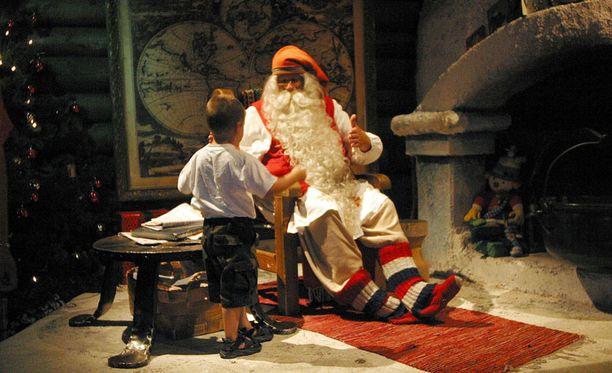 Rovaniemi on noussut yhdeksi maailman parhaista joulukohteista. Kuva Joulupukin pajakylästä.