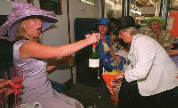 Testaa, tunnetko juhlakauden juomat!